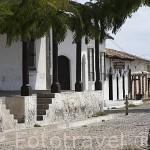 Calle y plaza con soportales. Pueblo de SUCHITOTO. El Salvador. Centro américa.