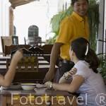 Restaurante bajo los soportales del pueblo deSUCHITOTO. El Salvador. Centro américa.