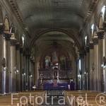 Interior de la iglesia de Santa Lucia de estilo colonial. Pueblo de SUCHITOTO. El Salvador. Centro américa.