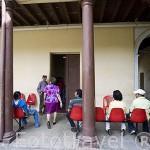Sala de espera del Ayuntamiento. Ciudad de SANTA ANA. El Salvador. Centro américa.