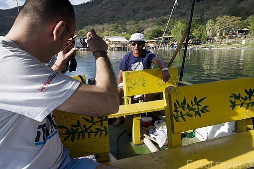 Paseo en barco por el lago de Coatepeque. El Salvador. Centro américa.