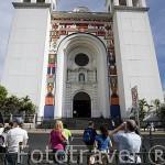 Fachada con mosaicos pintados por Fernando Llort en la catedral metropolitana. Ciudad de SAN SALVADOR. El Salvador. Centro américa.