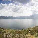Vista del lago / crater de Coatepeque. Departamento de Santa Ana. El Salvador. Centro américa.