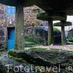Albergue de peregrinos en el pueblo de OLVEIROA y horreo, cerca de Dumbria. A Coruña. Galicia. España