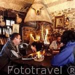 Restaurante Gaia. Propietario Sr. Enrique Notario y peregrinos. FONCEBADON. León. Castilla y León. España. -Camino de Santiago