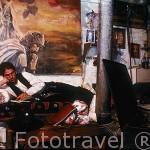 El Sr.Ingman Stoll carpintero aleman realizando el camino de Santiago. Albergue de MANJARÍN. León. Castilla y León. España.