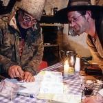 El Sr.Tomas Martinez y Ingman Stoll (izq) carpintero aleman realizando el camino de Santiago. Albergue de MANJARÍN. León. Castilla y León. España.
