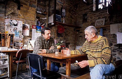 Jesus Jato (hospitalero) y Miguel Mañueco en el hospital Ave Fenix. VILLAFRANCA DEL BIERZO. León. Castilla y León. España.