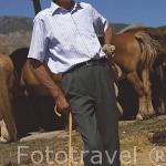 El ganadero Honorio Rubio y sus yeguas. SAN EMILIANO. Comarca de Babia. Leon. Castilla y Leon. España