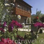 Bonita casa con balcon de madera en el pueblo de VILLASECINO. Comarca de Babia. Leon. Castilla y Leon. España