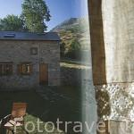 Vista desde el interior de la casa rural Posada real del Rincon de Babia. En el barrio de QUEJO. Comarca de Babia. Leon. Castilla y Leon. España