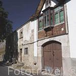 Casa junto a la carretera en el pueblo de CACABILLO. Comarca de Babia. Leon. Castilla y Leon. España