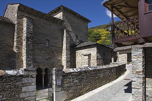 Iglesia mozarabe. Población de PEÑALBA DE SANTIAGO. Valle del Silencio. Municipio de Ponferrada. Castilla y Leon. España. Spain