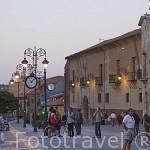 Calle de la Puerta Obispo, junto a la catedral. Ciudad de LEON. Provincia de Leon. Castilla y Leon. España. Spain