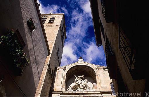 Santiago Matamoros (recuerda la inexistente batalla de Clavijo) en la fachada de la iglesia de Santiago el Real. LOGROÑO. La Rioja. España Camino de Santiago