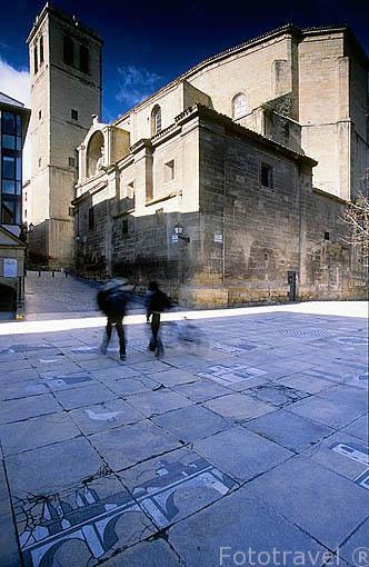 Juego de la Oca junto a la iglesia de Santiago el Real. Ciudad de LOGROÑO. La Rioja. España. Camino de Santiago.