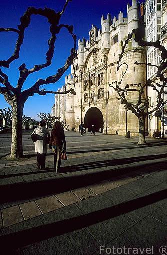 Arco de Santa Maria, levantada en 1535 en honor a Carlos V por Francisco de Colonia y Juan de Vallejo. Decorado con personajes importantes de la época. BURGOS. España