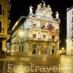 Plaza y edificio del Ayuntamiento. PAMPLONA. Navarra. España