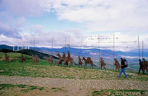 """Figuras de hierro """"Monumento al peregrino"""" y peregrinos. Alto del Perdón. PAMPLONA. Navarra. España"""