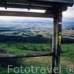 Vista de los campos y pueblos desde el Alto del Perdón. PAMPLONA. Navarra. España