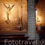 """Cristo crucificado en forma de """"Y"""". En el interior de la iglesia del Crucifijo. PUENTE LA REINA. Navarra. España - Camino de Santiago -"""
