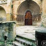 Portico de la iglesia de San Roman. S.XII. Pueblo deCIRAUQUI. Navarra. España - Camino de Santiago -