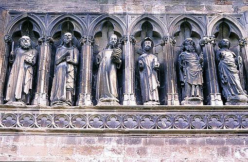 Fachada de la iglesia del Santo Sepulcro. ESTELLA. Navarra. España. -Camino de Santiago