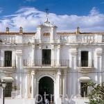 Fachada de las antiguas casas consistoriales al lado de la Plaza Mayor. CAZALLA DE LA SIERRA. Sevilla. España