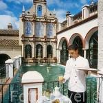 """Patio interior del hotel """"Palacio de San Benito"""". CAZALLA DE LA SIERRA. Sevilla. España"""