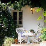 Desayuno en el patio exterior. Casa rural Las Navezuelas. En las a fueras de CAZALLA DE LA SIERRA. Sevilla. España .