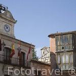 Edificio del Ayuntamiento en la plaza mayor del pueblo de CUELLAR. Comarca de Tierra de Pinares. Segovia. Castilla y León. España
