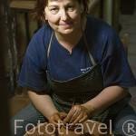 Lola Velasco en su taller de ceramica. Pueblo de CUELLAR. Comarca de Tierra de Pinares. Segovia. Castilla y León. España
