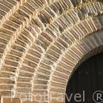 Detalle de la fachada en ladrillo. Iglesia mudejar de San Martin junto al castillo. Monumento artistico desde 1931. Pueblo de CUELLAR. Comarca de Tierra de Pinares. Segovia. Castilla y León. España