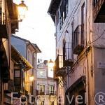 Calle La Moreria y el Ayuntamiento. Pueblo de CUELLAR. Comarca de Tierra de Pinares. Segovia. Castilla y León. España