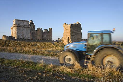 Castillo del pueblo de TUREGANO. Comarca de Tierra de Pinares. Segovia. Castilla y León. España