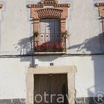 Fachada de una casa en la plaza. Pueblo de FUENTEPELAYO. Comarca de Tierra de Pinares. Segovia. Castilla y León. España