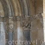 Capiteles decorados. Iglesia de San Miguel. Pueblo de FUENTIDUEÑA. Comarca de Tierra de Pinares. Segovia. Castilla y León. España