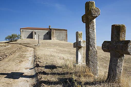 Ermita de Santa Juliana solo conserva la cabezera mudejar de planta rectangular. Pueblo de NAVALMANZANO. Comarca de Tierra de Pinares. Segovia. Castilla y León. España