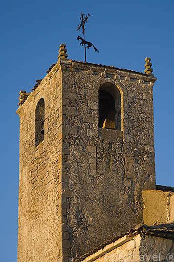 Torre de la iglesia del pueblo de MORALEJA DE CUELLAR. Comarca de Tierra de Pinares. Segovia. Castilla y León. España
