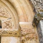 Detalle en la portada de la iglesia. Pueblo de CABALLAR. Comarca de Tierra de Pinares. Segovia. Castilla y León. España