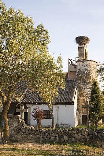 Pequeña iglesia a la entrada del pueblo de CARRASCAL DE LA CUESTA. Comarca de Tierra de Pinares. Segovia. Castilla y León. España