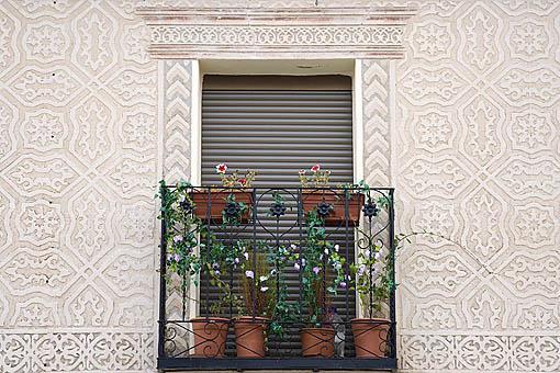 Esgrafiado en una casa. Pueblo de CARRASCAL DE LA CUESTA. Comarca de Tierra de Pinares. Segovia. Castilla y León. España