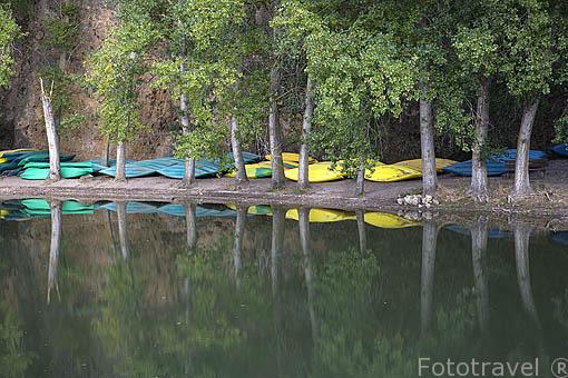 Canoas en el rio Duratón. Cerca del pueblo de SAN MIGUEL DE BERNUY. Comarca de Tierra de Pinares. Segovia. Castilla y León. España