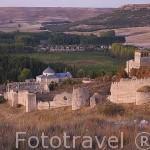 Castillo de FUENTIDUEÑA amurallado. Comarca de Tierra de Pinares. Segovia. Castilla y León. España