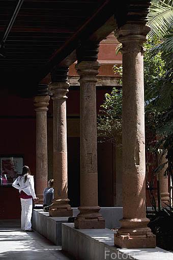 Patio del antiguo convento de San Agustin y claustro de los cipreses. SAN CRISTOBAL DE LA LAGUNA. Patrimonio UNESCO. Tenerife. Islas Canarias. España