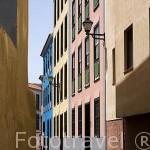 Calle de edificios modernos coloridos. SAN CRISTOBAL DE LA LAGUNA. Patrimonio UNESCO. Tenerife. Islas Canarias. España