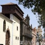Calle Agua o Nava y Grimón.Ajimez en lo alto del convento de Santa Catalina de Siena. SAN CRISTOBAL DE LA LAGUNA. Patrimonio UNESCO. Tenerife. Islas Canarias. España