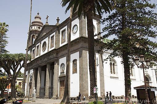 Fachada de la catedral de Nuestra Señora de los Remedios. En la plaza de Fray Albino. s.XVI-XX. SAN CRISTOBAL DE LA LAGUNA. Patrimonio UNESCO. Tenerife. Islas Canarias. España