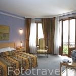 Habitación del hotel Les Tresoms junto al lago de ANNECY. Alta Saboya. Rhones Alpes. Francia.