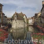 El Palacio de la Isla (s.XIV) en medio del rio Thiou convertido en 1986 en el Museo de Historia de ANNECY. Alta Saboya. Rhones Alpes. Francia.